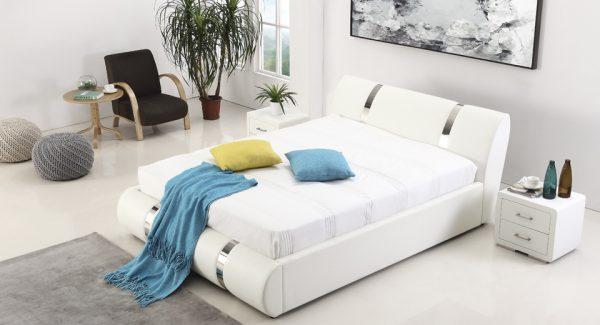מיטה זוגית אשלי עם ארגז מצעים מרופדת דמוי עור לבן תמונת רקע