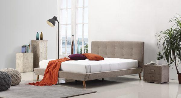 מיטה זוגית דילן מרופדת בד בצבע חום אפרפר תמונת רקע