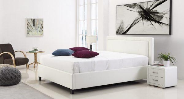 מיטה זוגית סולי עם ארגז מצעים מרופדת דמוי עור לבן תמונת רקע