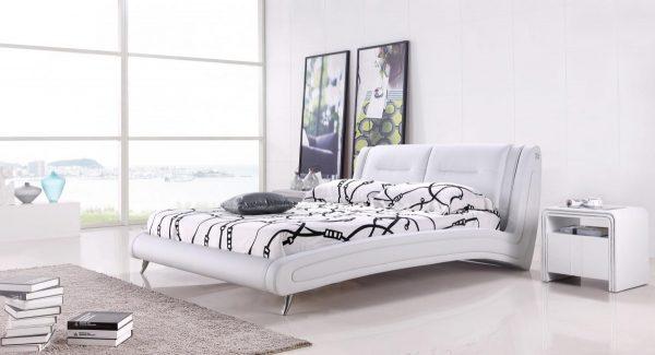 מיטה זוגית ויקטוריה מרופדת דמוי עור בצבע לבן תמונת רקע של המיטה