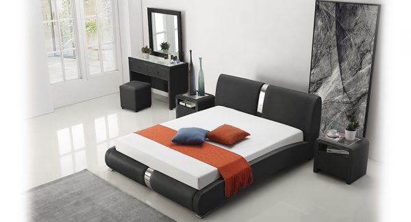 מיטה זוגית מודלו מרופדת דמוי עור בצבע שחור תמונה רקע